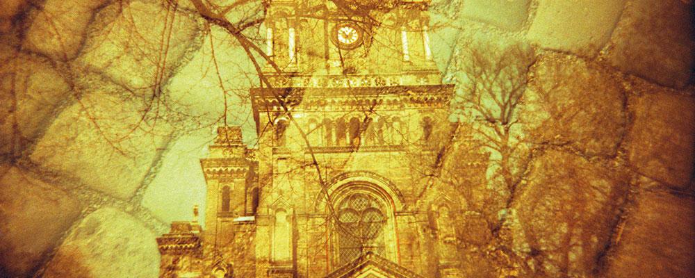 Zionskirche und Pflastersteine (Foto: Vera Rüttimann)
